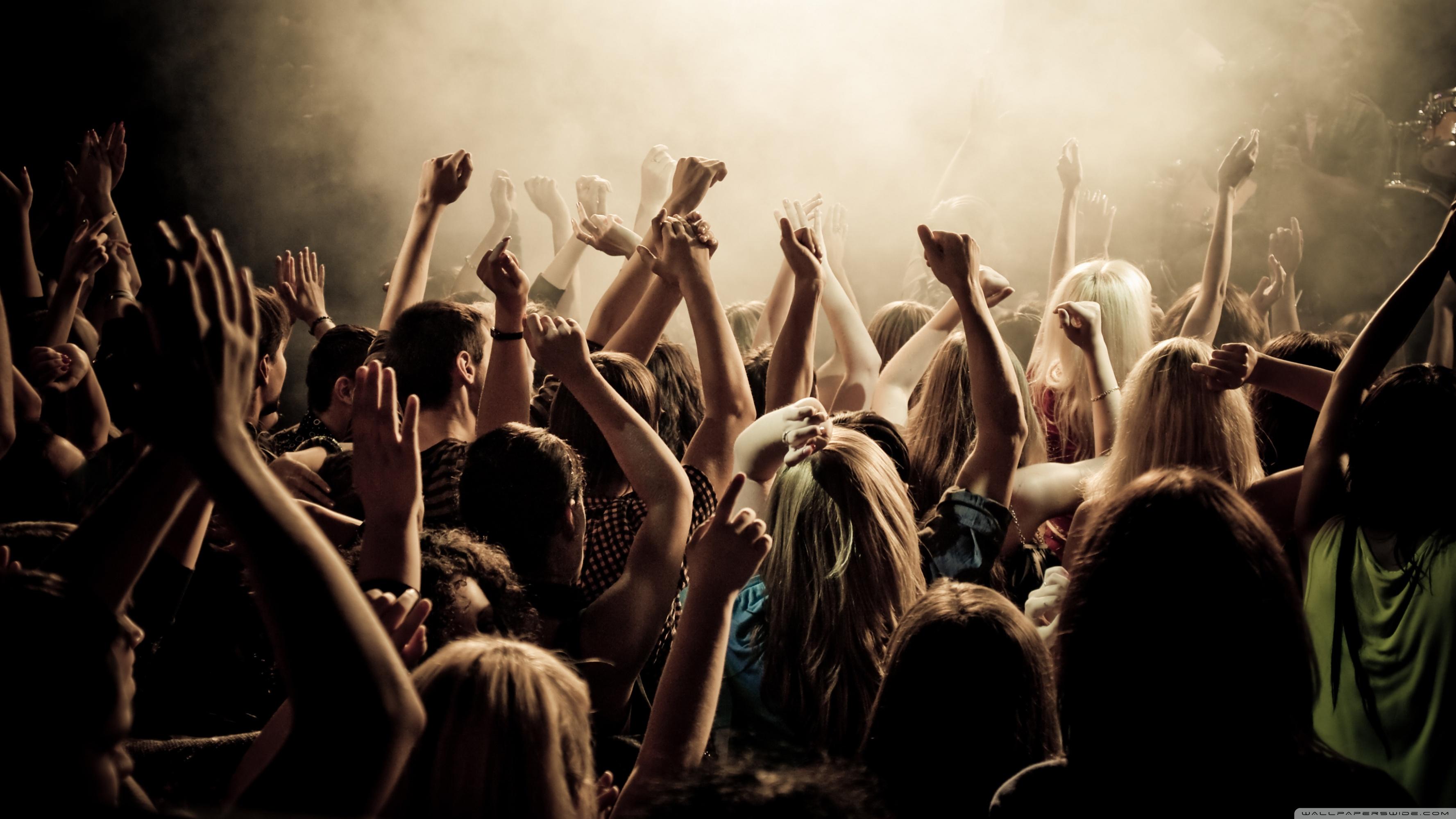 concert_crowd-wallpaper-3554x1999